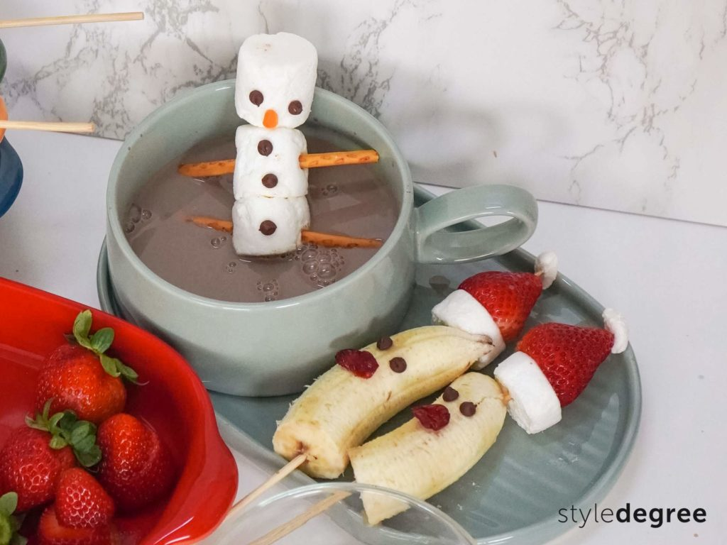 Hot Chocolate Marshmallow Snowman, Snowman hot chocolate topper, Easy Christmas treats for kids, Kid-friendly Christmas treats, Style Degree, Singapore, SG, StyleMag.