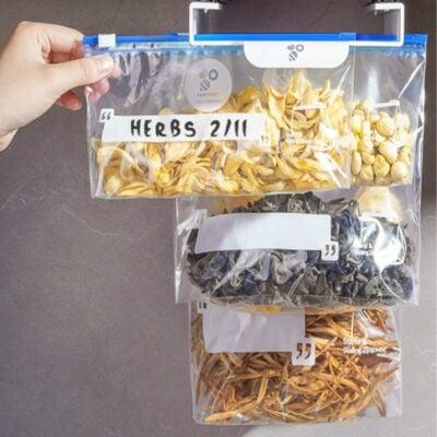 Snack & Sandwich Hanging Holder Kitchen Under Cabinet Fridge Shelf Potato Chip Bag Ziploc Style Degree Sg Singapore